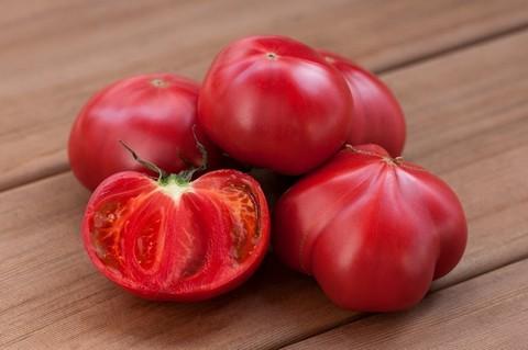 Крупные розовые помидоры