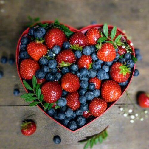 """Коробка с ягодами """"Сердце"""", размер М"""